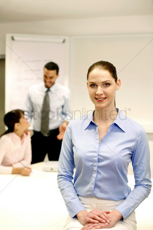 Background : Businesswoman smiling at the camera