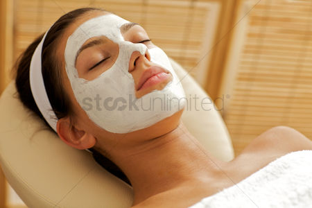 Spa : Close-up of young woman wearing facial mask