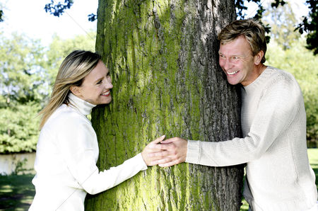 Tree : Couple holding hands