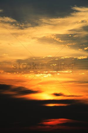 Romantic : Dramatic skyscape during sunset