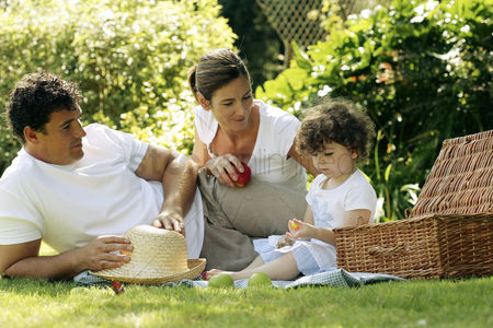Park Outdoor : Family picnicking in the park