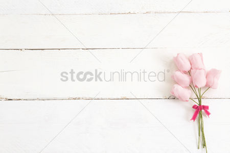 Ribbon : Roses on a wooden planks