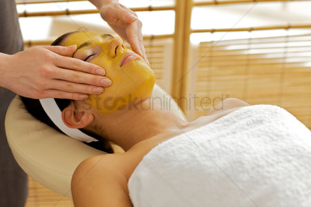Spa : Young woman receiving facial treatment in spa