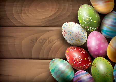 Festival : Easter eggs on wooden board