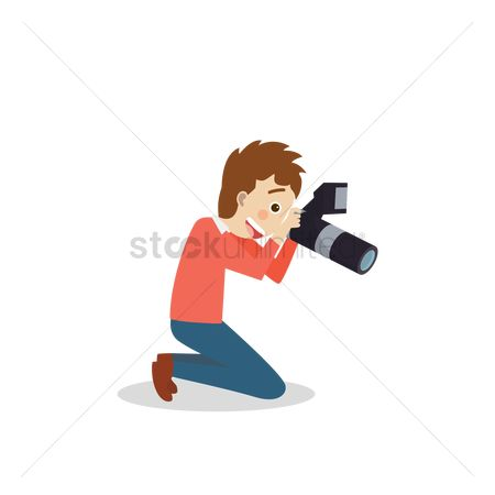 Photographers : Photographer taking a picture on bended knees