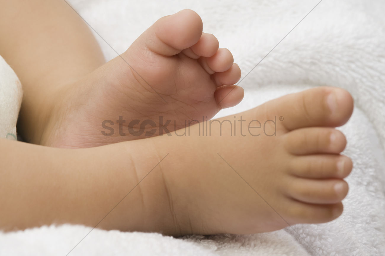 21d12133d Close-up of a baby s feet Stock Photo - 2052069