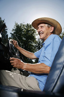 Popular : Senior man with hat traveling in a car