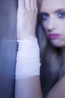 Popular : Woman with injured wrist