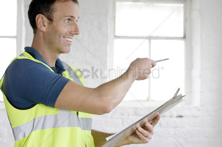 Supervisor : A postal service supervisor giving instructions