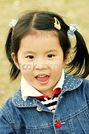 Accessories : A young girl smiling