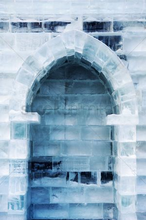 Sculpture : Arch of ice hotel