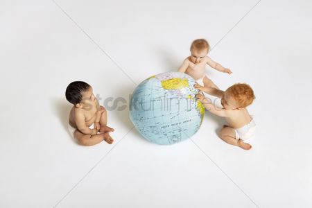 Children playing : Babies playing with globe