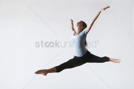 Fitness : Ballerina leaping in mid-air