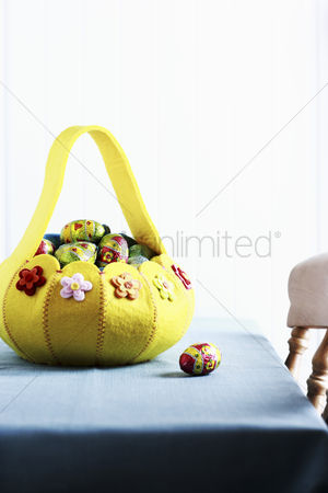 Easter : Basket with easter eggs