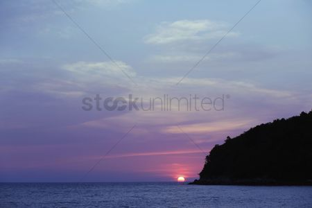 Color image : Beautiful sunset over sea