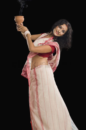 Dance : Bengali woman performing ritual dance