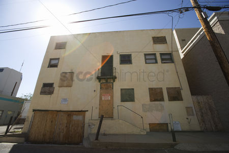 Loss : Boarded up apartment building