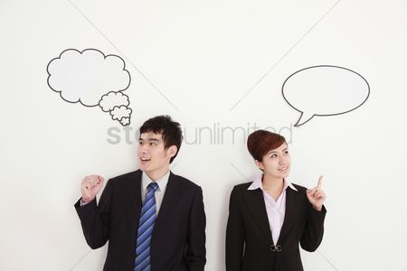 Thought : Business people with thought and speech bubble above their heads