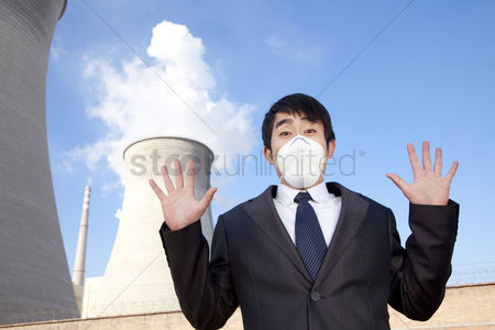 Demonstration : Businessman at power plant with face mask