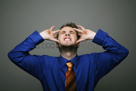 Pain : Businessman having headache