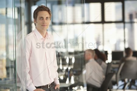 Gaze : Businessman in office