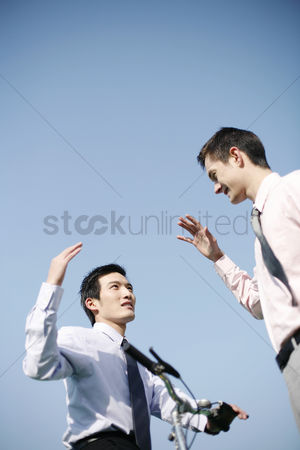 Determined : Businessmen greeting each other