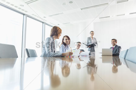 Businesswomen : Businesspeople in conference room