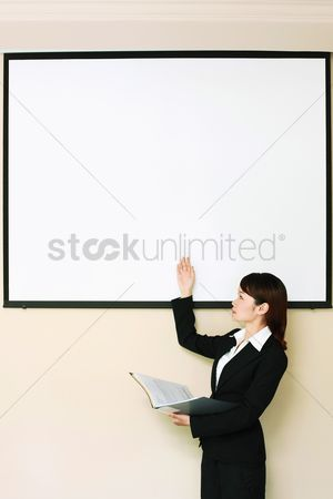 Motivation business : Businesswoman giving presentation