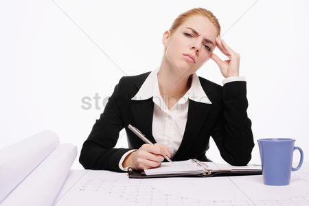 Pain : Businesswoman having headache