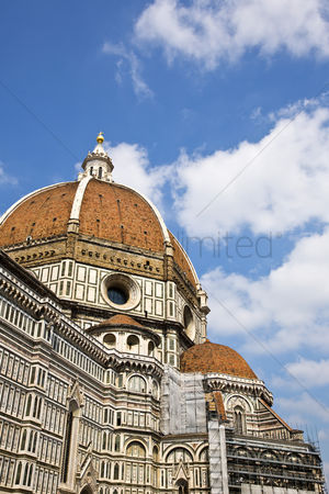 Count : Cathedral in a city  duomo santa maria del fiore  piazza del duomo  florence  tuscany  italy