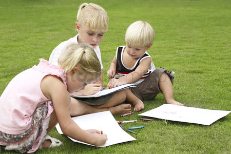 Young boy : Children drawing