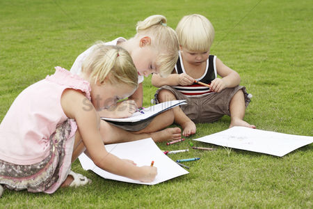 School children : Children drawing