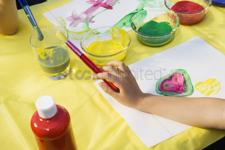 School : Children painting