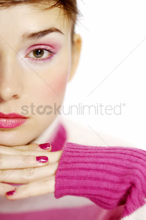 Attraction : Close-up of a woman in pink