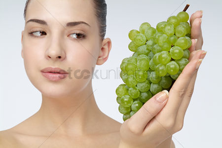 Grapes : Close-up of young woman holding grapes
