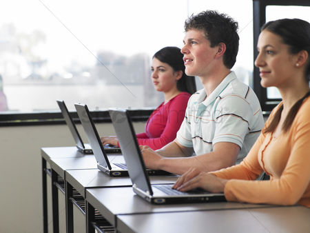Appearance : College students using laptops
