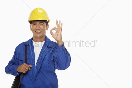 Masculinity : Construction worker showing hand gesture