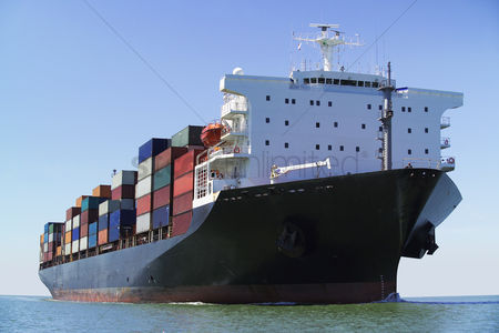 Transportation : Container ship on ocean