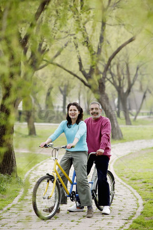 Having fun : Couple cycling in the park