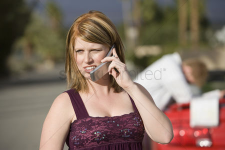 Cellular phone : Couple having car trouble