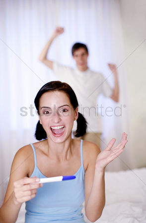 Husband : Couple jubilating after looking at the pregnancy test result