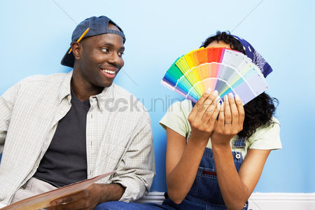 Arts : Couple looking at paint samples
