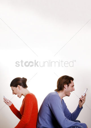 Girlfriend : Couple screaming into mobile phone