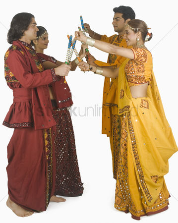 Dance : Couples performing dandiya