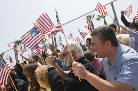 Demonstration : Crowd holding american flags