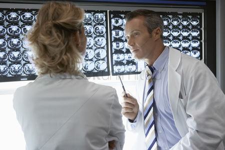 Medical : Doctors discussing brain scan images
