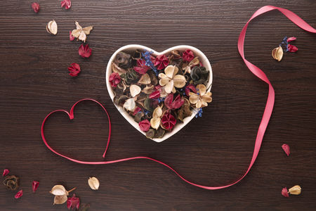Heart shapes : Dried flowers in a heart shaped bowl