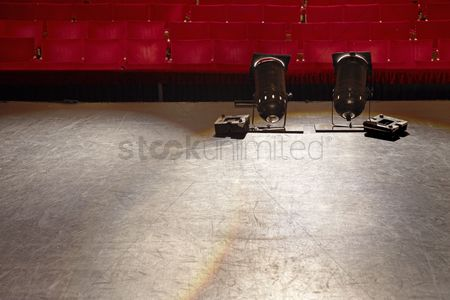Arts : Empty stage with spotlights