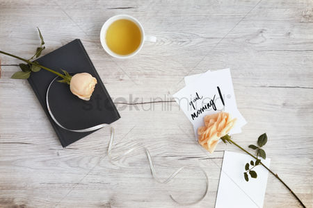 Blank : Flatlay of wooden background with bouquet of roses
