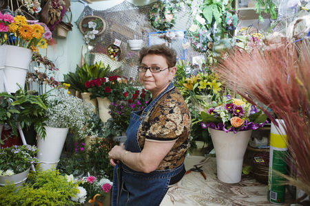 Senior women : Florist in shop